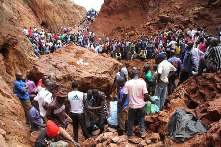 Resident conduct rescue operations at a past collapsed mine.  Photo  Courtesy 